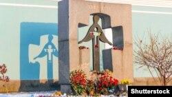 Пам'ятний знак жертвам Голодомору-гецодиду в Україні у 1932–1933 роках. Київ, 24 листопада 2014 року