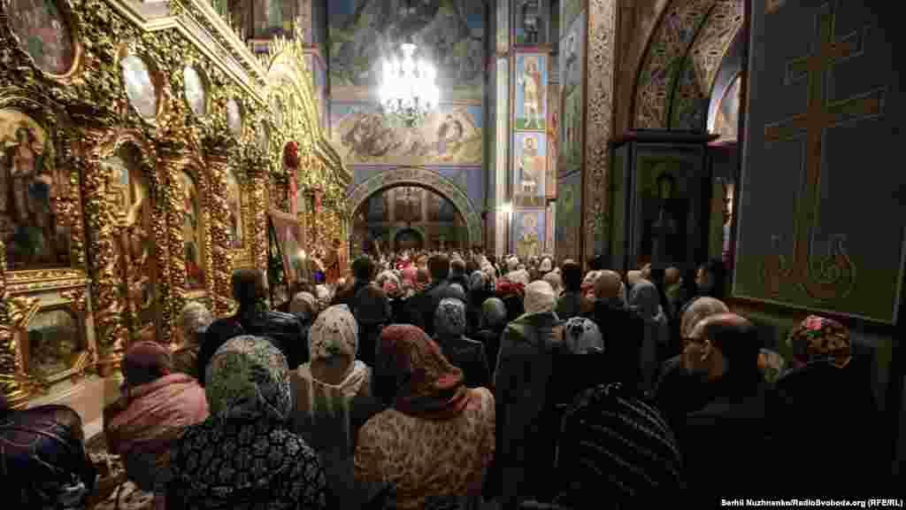Богослужения и освящение куличей в Михайловском Златоверхом соборе