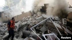 یک مامور آتش نشانی فلسطینی در غزه