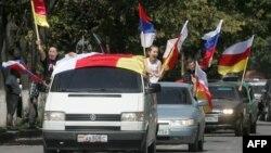 Когда до 96% югоосетинского бюджета – российская помощь, то это говорит о не очень эффективной политике России в отношении Южной Осетии, считает эксперт