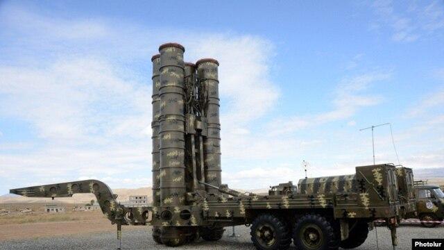 Armenia - An S-300 missile system put on display at an Armenian military facility near Yerevan, 8Oct2013.