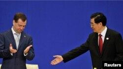 Рускиот претседател Дмитри Медведев и кинескиот претседател Ху Џинтао