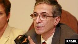 عباس جوادی، پژوهشگر تاریخ آذربایجان و از مدیران ارشد رادیو اروپای آزاد/رادیو آزادی