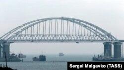 Полторак підкреслив, що Україна не відмовиться від проходів Керченською протокою до Азовського моря
