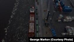 Судно с урановыми отходами в порту Санкт-Петербурга, ноябрь 2019 года