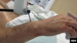 Samo u Velikoj Britaniji ljekari drže gotovo hiljadu pacijenata u komi, jer se nadaju da će se jednog dana probuditi.