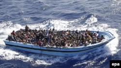 Понад 900 нелегальних мігрантів, врятованих італійськими моряками у Середземному морі, вересень 2014 року