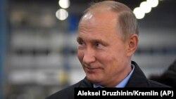 Президент России Владимир Путин во время поездки в Челябинск.