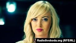 """Наталья Седлецкая: """"Моя задача была сопровождать его в качестве девушки, которая зациклена на дорогой красивой жизни. И для нее он делает этот подарок""""."""