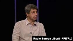 Eugeniu Rîbca în studioul Europei Libere la Chișinău