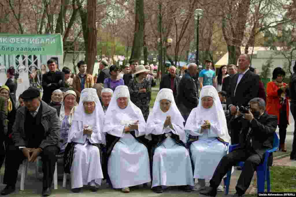 Ташкенттегі Наурыз шарасына келген қонақтар. 21 наурыз 2015 жыл.
