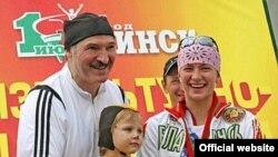 Лучший друг белорусских физкультурников пытается напомнить Москве о своем существовании, полагают польские эксперты. Спортивный праздник в Минске