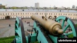 Київська фортеця - гармата на валу фортеці «Косий капонір»