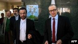 ترو واریانتا (راست) پیشتر نیز در تهران با مقامهای سازمان انرژی اتمی گفتوگو کرده بود- تهران٬ ۲۰ بهمن ۱۳۹۲ در کنار رضا نجفی٬ نماینده ایران در آژانس