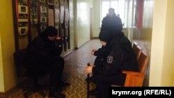 «Самооборона» в захопленому приміщенні. Бахчисарай, лютий 2015 року