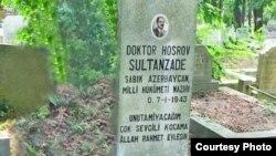 Xosrov bəy Sultanovun qəbiri