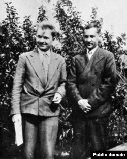 Разам з Алесем Вечарам. Апошні прыжыцьцёвы здымак Платона Галавача. Жнівень, 1937 год