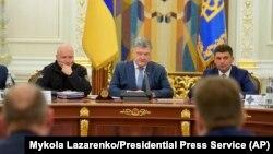 Ուկրաինայի նախագահ Պետրո Պորոշենկոն Անվտանգության խորհրդի նիստում հայտարարում է ռազմական դրությունը չեղարկելու մասին, Կիև, 26-ը դեկտեմբերի, 2018թ.