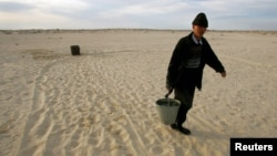 Most of Karakalpakstan is desert and areas of the northwestern part are an environmental disaster area due to salinization caused by the desiccation of the Aral Sea. (file photo)