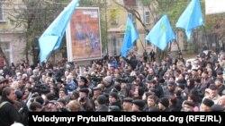Мітинг зібрав близько півтисячі осіб – прихильників і супротивників Меджлісу