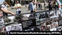 Банер на акції «Ічкерія жива!». Київ, майдан Незалежності, 13 серпня 2017 року
