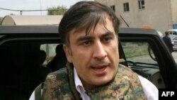 Саакашвили Оңтүстік Осетияға талас кезенде Гори қалашығына келді. 11 тамыз 2008 жыл.