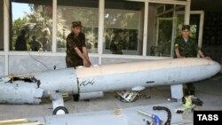 Конфликт становится все запутаннее: сначала были сбитые самолеты разведчики, теперь - арестованный шпион