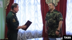 National Guard chief Viktor Zolotov (left) speaks to his newly appointed first deputy, Sergei Melikov, in Moscow in August 2016.