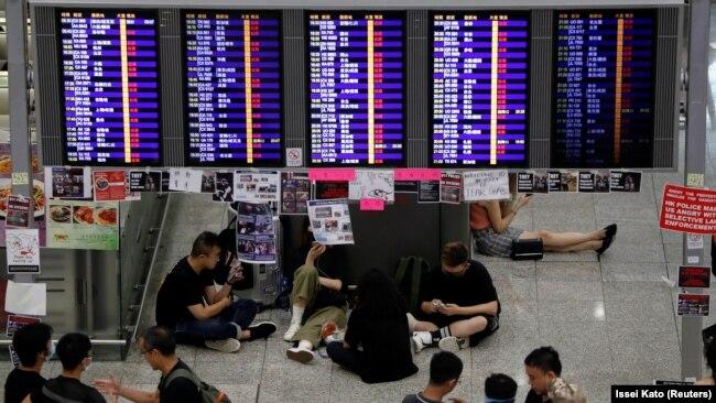 Protestuesit në Aeroportin e Hong Kongut