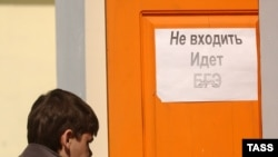 Пока родители пытаются доказать незаконость ЕГЭ, дети готовятся к тестам