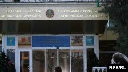 Больница, в которой находится кыргызский журналист Геннадий Павлюк. Алматы, 21 декабря 2009 года.