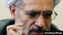 آیت الله بیات زنجانی به شدت از عملکرد رییس جمهوری ایران انتقاد کرد.