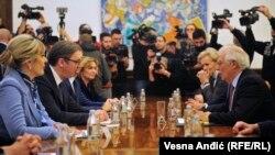 Përfaqësuesi i Lartë i Bashkimit Evropian për Politikë të Jashtme dhe Siguri, Josep Borell, në takim me presidentin serb, Aleksandar Vuçiq.