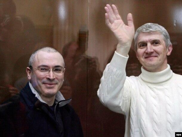 Михаил Ходорковский и Платон Лебедев в зале суда, 2009