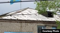 Административное здание села Кызылкесик после града. Тарбагатайский район, Восточно-Казахстанская область,19 июня 2012 года.