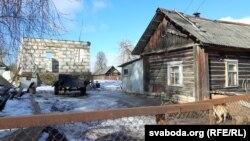 Мара і сучаснасьць Мурушкіных: недабудаваны дом і хаціна, якая можа разваліцца