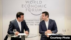 Մակեդոնիայի և Հունաստանի վարչապետներ Զորան Զաևը և Ալեքսիս Ցիպրասը հանդիպում են Համաշխարհային տնտեսական ֆորումի շրջանակում, Դավոս, Շվեյցարիա, 24-ը հունվարի, 2018թ.