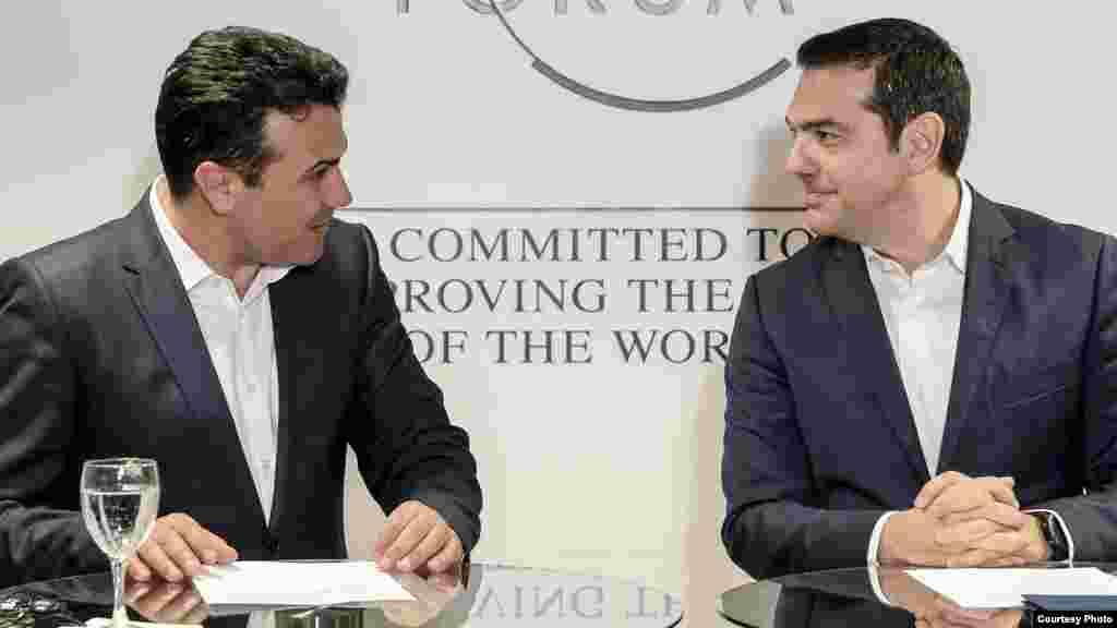 МАКЕДОНИЈА - Премиерот Зоран Заев изјави дека се во прашање денови кога ќе се случи телефонскиот разговор со грчкиот премиер Алексис Ципрас. Тој рече да не се избрзува и дека за се ќе биде информирана јавноста, а на крај народот ќе одлучува на референдум.
