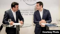 Архивска фотографија - Заедничка прес-конференција на премиерите на Македонија и Грција, Зоран Заев и Алексис Ципрас во Давос