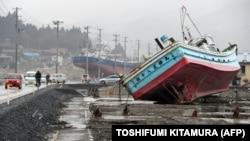 Последствия цунами в Японии, порт Кесеннума. 11 марта 2011 г