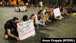 Участники демонстрации в Тбилиси