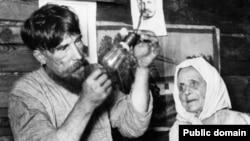 Антон Филипс во время поездки в Советскую Россию пытался заинтересовать Ленина в своей продукции — лампочках Philips. Но вождь большевиков пошел иным путем