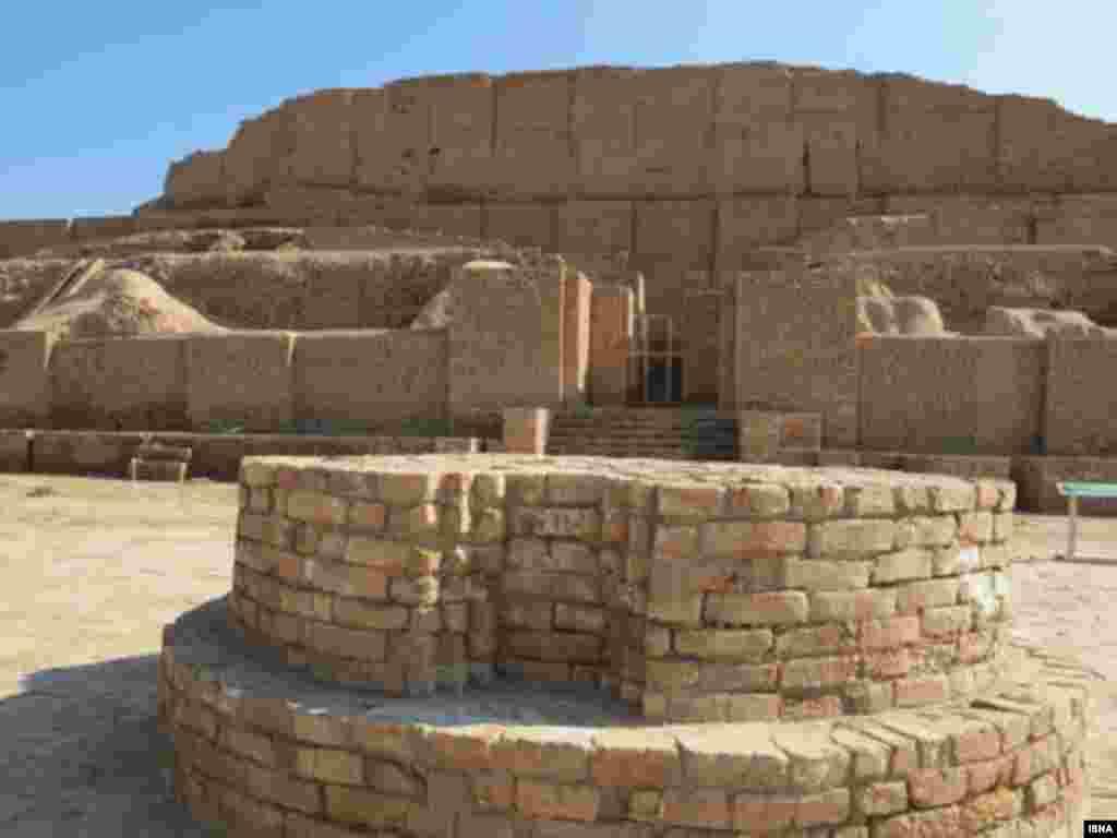 نیایشگاه باستانی چغازنبیل- استان خوزستان. تاریخ ثبت: ۱۹۷۹ تاریخ ساخت: در حدود ۱۲۵۰ پیش از میلاد، به دستور پادشاه ایلام، اونتاش ناپیریشا
