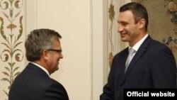 Виталий Кличко Порльша президентімен кездесіп тұр. 1 қазан 2012 жыл
