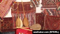 Türkmen saz gurallary.