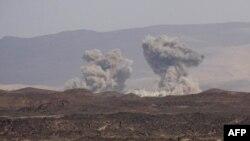 نبردها در یمن ادامه دارد؛ ائتلافی به رهبری عربستان نیز حملاتی هوایی را از ماه میلادی مارس علیه حوثیها آغاز کرده است
