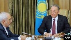 Nursultan Nazarbaev (djathtas) dhe Mohammad Zarif gjatë takimit të sotëm në Astana të Kazakistanit
