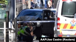Мельбурн орталығындағы жаяу жүргіншілерді қағып өткен көлік. Австралия, 21 желтоқсан 2017 жыл