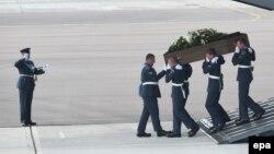 Dopremanje tela britanskih državljana nastradalih u napadima u Tunisu, 1. jul