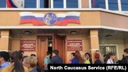 Свидетели Иеговы Дагестана перед судебным заседанием (архивное фото)